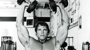 Explota tus Deltoides con el Press Arnold 1
